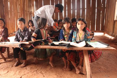 Các tổ chức phi chính phủ tại Việt Nam: Quy mô không lớn nhưng hiệu quả thiết thực với người dân (18/12/2017)