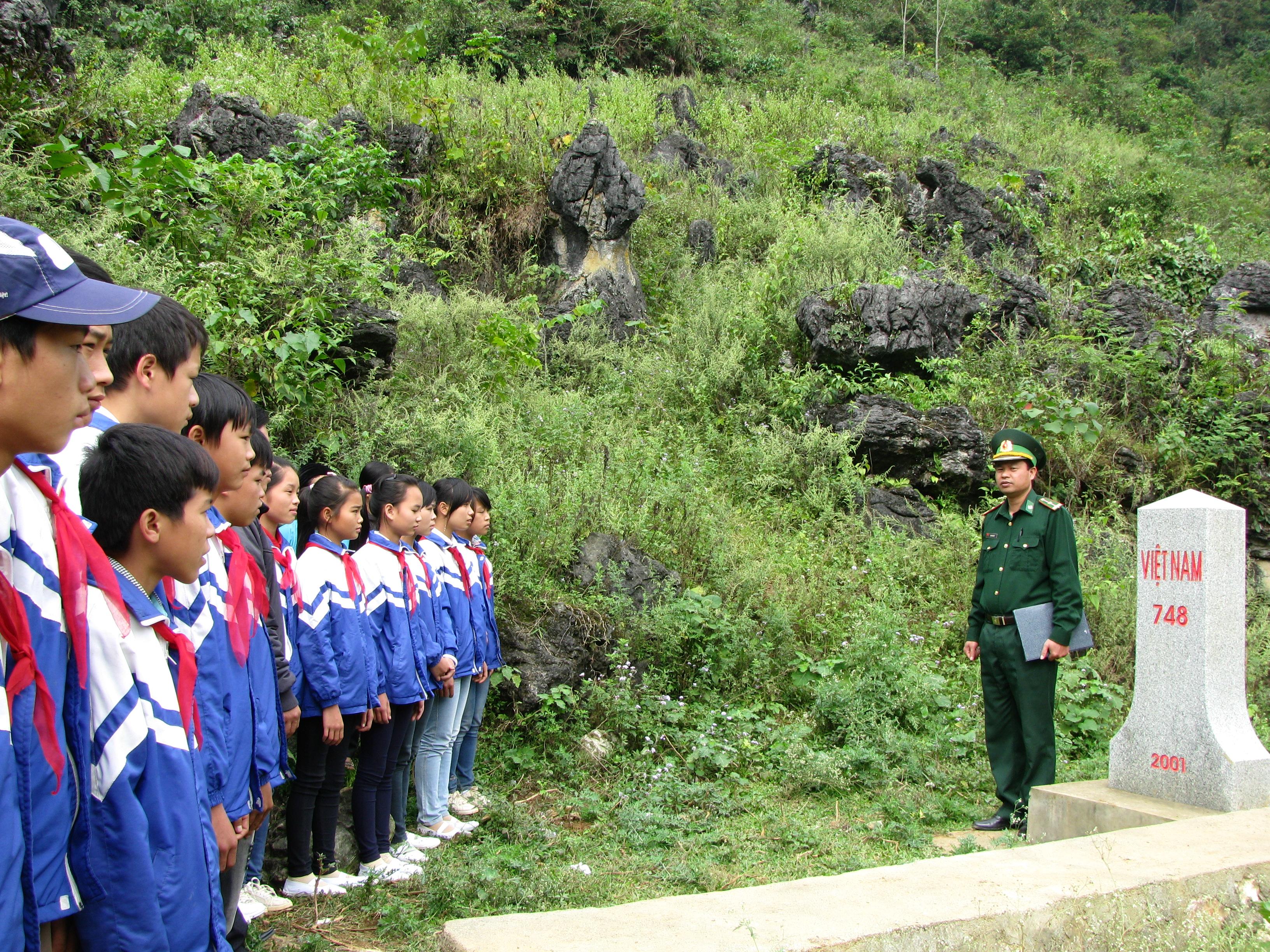 Cao Bằng đẩy mạnh tổ chức phong trào toàn dân tham gia bảo vệ biên cương lãnh thổ (26/12/2017)