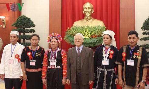 Tổng Bí thư Nguyễn Phú Trọng gặp mặt đại biểu dự Lễ tuyên dương người có uy tín, nhân sĩ trí thức, doanh nhân dân tộc thiểu số tiêu biểu toàn quốc năm nay (Thời sự chiều 18/12/2017)