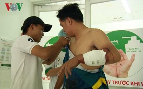 Mâu thuẫn cẩu xe tại BOT Cai Lậy, tỉnh Tiền Giang: Một lái xe ở thành phố Cần Thơ bị chém trọng thương (Thời sự đêm 3/12/2017)