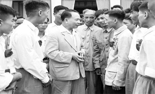 """Bài viết của Chủ tịch nước Trần Đại Quang nhan đề: """"Tổng Bí thư Trường Chinh - Nhà lý luận xuất sắc, nhà lãnh đạo kiệt xuất, một nhân cách lớn của Cách mạng Việt Nam"""""""