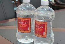 Mẫu rượu được lấy trong vụ ngộ độc ở tỉnh Lai Châu có nồng độ Methanol vượt ngưỡng cho phép 200 lần (Thời sự sáng 16/02/2017)