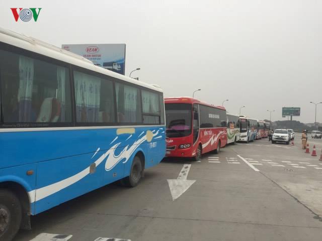 Doanh nghiệp vận tải bị điều chuyển luồng tuyến liên tỉnh ở bến xe Hà Nội: Phải đẩy lên Thủ tướng chờ ý kiến chỉ đạo (2/3/2017)