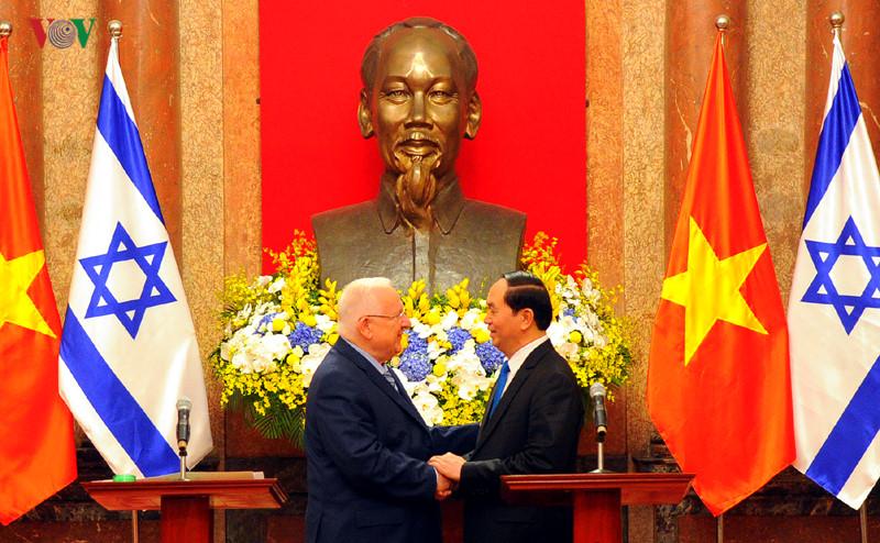 Chủ tịch nước Trần Đại Quang đón và hội đàm với Tổng thống Israel Reuven Ruvi Rivlin. Hai bên nhất trí nâng kim ngạch thương mại song phương lên 3 tỉ đô la Mỹ trong những năm tới (Thời sự chiều 20/3/2017)