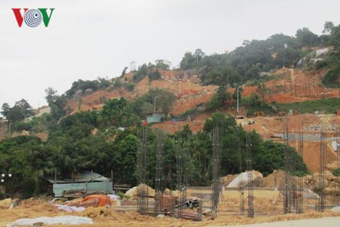 Vụ việc 40 biệt thự ở bán đảo Sơn Trà, Đà Nẵng được người dân phát hiện xây trái phép tiếp tục cho thấy sự buông lỏng quản lý của chính quyền địa phương (20/3/2017)