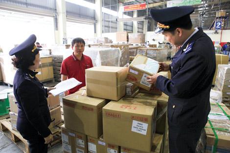 Cam go chống buôn lậu qua đường hàng không (01/5/2017)