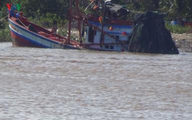 Tại Bạc Liêu xảy ra vụ chìm tàu nghiêm trọng khiến 2 người tử vong và 12 người nhập viện (Thời sự chiều 6/4/2017)
