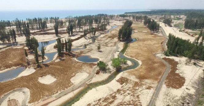 Hơn 100ha rừng phòng hộ ở Phú Yên đang bị phá để làm sân golf, khách sạn, resort dù chưa có hồ sơ xin phép Thủ tướng Chính phủ cho chuyển mục đích sử dụng đất theo quy định (Thời sự trưa 24/4/2017)