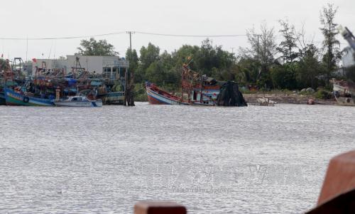 Khởi tố vụ án, tạm giữ hình sự đối với lái tàu trong vụ chìm tàu trên sông Gành Hào, tỉnh Bạc Liêu (Thời sự chiều 08/4/2017)