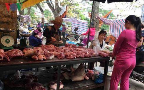 Chung tay giải cứu giá thịt lợn xuống thấp kỷ lục, cần một giải pháp bền vững (4/5/2017)