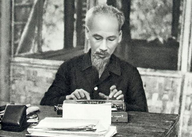 Đẩy mạnh học tập, làm theo tư tưởng, đạo đức, phong cách Hồ Chí Minh: Cần những việc làm, hành động thực chất (20/5/2017)