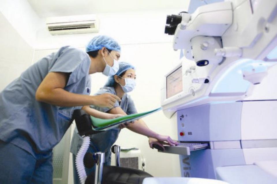 Thủ tướng Chính phủ yêu cầu Bộ Y tế, Bảo hiểm Xã hội Việt Nam xử lý việc mua sắm lãng phí trang thiết bị y tế và trục lợi quỹ Bảo hiểm Y tế (Thời sự sáng 28/5/2017)