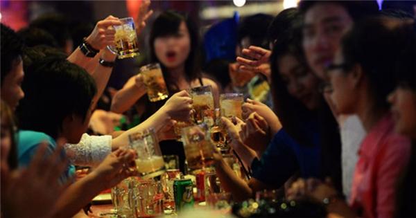 Những đề xuất trong dự thảo Luật phòng chống tác hại của rượu bia: Liệu có khả thi nếu được áp dụng vào thực tế? (22/5/2017)