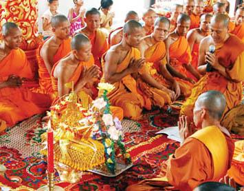 Người Khơ me: Muốn lấy vợ phải vào chùa tu thân (30/5/2017)