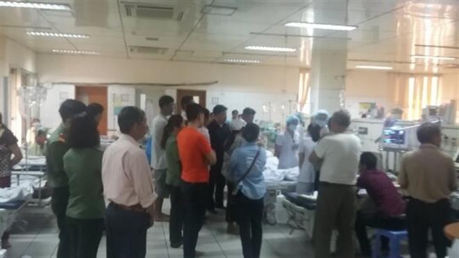 Tại Bệnh viện Đa khoa tỉnh Hòa Bình, xảy ra tai biến sốc phản vệ tập thể khiến 6 bệnh nhân chạy thận tử vong (Thời sự chiều 29/5/2017)