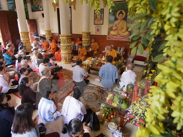 Rộn ràng lớp dạy chữ Khmer ở chùa Mu Ni Răng Sây (22/6/2017)