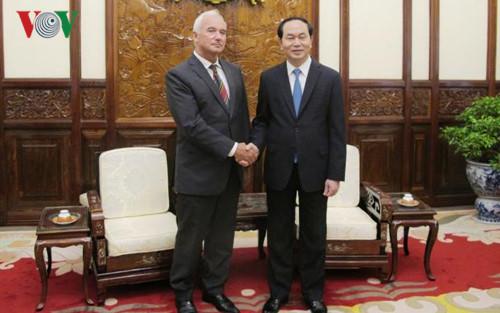 Chủ tịch nước Trần Đại Quang tiếp đại diện Hội hữu nghị Belarus - Việt Nam, thăm và làm việc với Đại sứ quán Việt Nam tại Cộng Hòa Belarus (Thời sự sáng 27/6/2017)