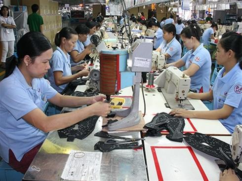 """Quan điểm của đại diện Tổng Liên đoàn lao động Việt Nam về tình trạng công nhân ở độ tuổi ngoài 35 bị doanh nghiệp """"loại thải"""" (5/8/2017)"""