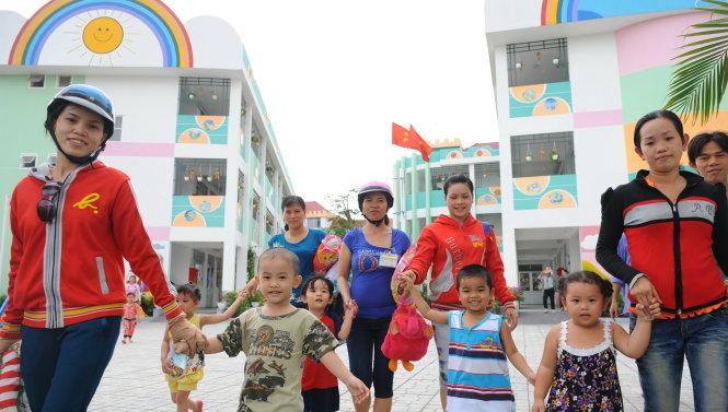 Ưu tiên xây dựng nhà trẻ cho con công nhân (30/9/2017)