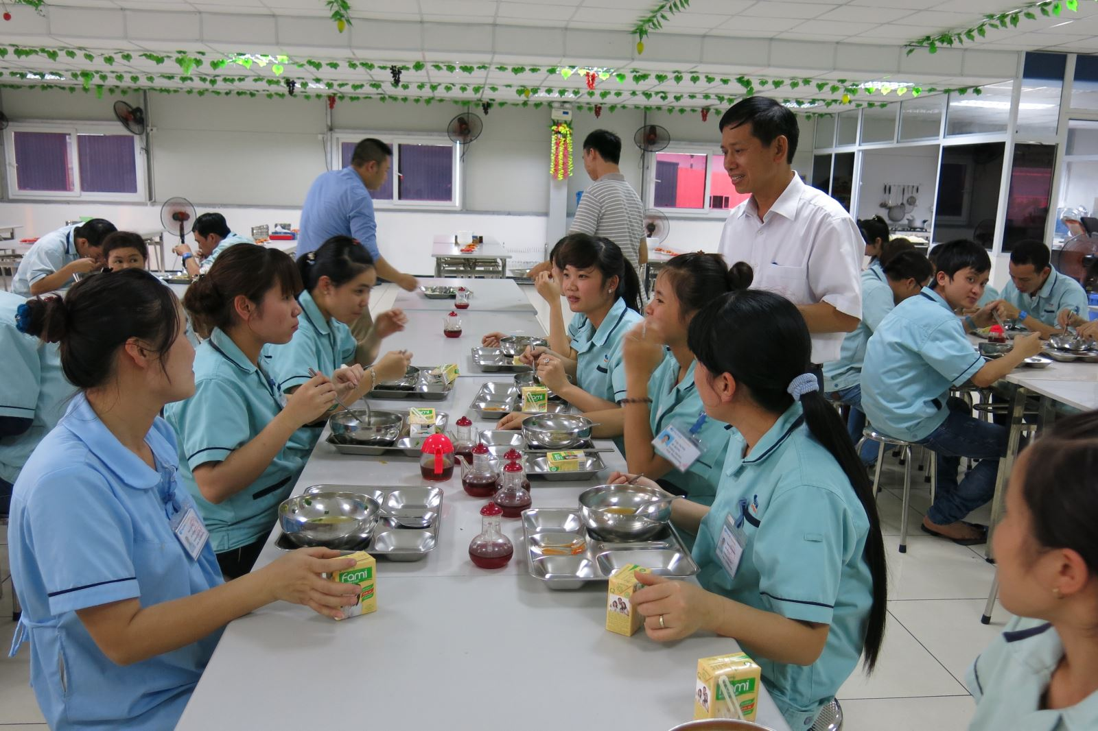 Cải thiện bữa ăn giữa ca- giúp người lao động gắn kết với doanh nghiệp  (02/9/2017)