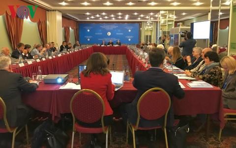 Tại Hội nghị quốc tế về An ninh và hợp tác biển Đông vừa diễn ra tại Nga, các đại biểu khuyến nghị Trung Quốc phải dừng ngay các hoạt động xây dựng trái phép tại biển Đông, đồng thời kêu gọi các bên nhanh chóng đi đến ký kết Bộ Quy tắc ứng xử của các bên tại biển Đông (Thời sự đêm 19/9/2017)
