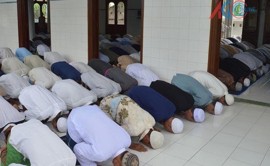 Cầu nguyện 5 lần một ngày- quy tắc bắt buộc của người hồi giáo Islam (26/10/2018)