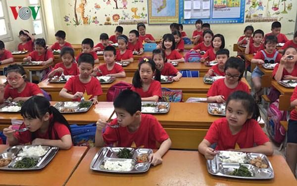 Tăng cường giám sát an toàn thực phẩm bếp ăn trong trường học (30/10/2018)