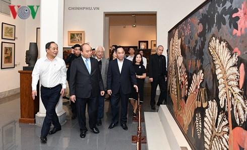 Thủ tướng Nguyễn Xuân Phúc thăm Bảo tàng Mỹ thuật Việt Nam (Thời sự đêm 28/10/2018)