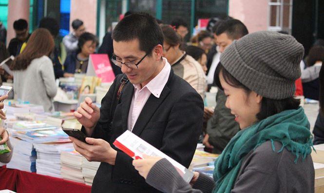 Người đam mê đọc sách và say mê với công việc giúp mọi người đến gần hơn với sách (24/10/2018)