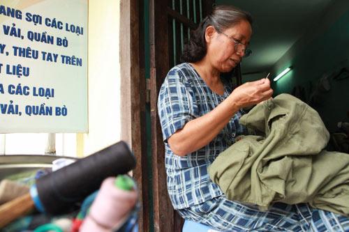 Người lưu giữ kỷ vật của gia đình làm nghề mạng, sang sợi quần áo cuối cùng ở Hà Nội (29/11/2018)