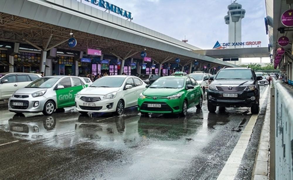 Cuộc chiến giữa các hãng taxi truyền thống và taxi công nghệ vẫn chưa có điểm dừng (5/11/2018)