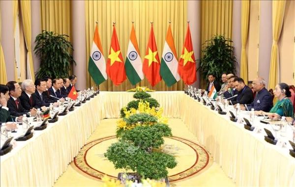 Tổng Bí thư, Chủ tịch nước Nguyễn Phú Trọng hội đàm với Tổng thống Ấn Độ Ram Nath Kovind đang có chuyến thăm cấp Nhà nước đến Việt Nam. Nhân dịp này, hai bên đã ra Tuyên bố chung (Thời sự chiều 20/11/2018)