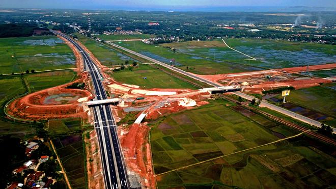 Tiếp tục có thêm hư hỏng mới trên tuyến cao tốc Đà Nẵng - Quảng Ngãi (Thời sự đêm 2/11/2018)