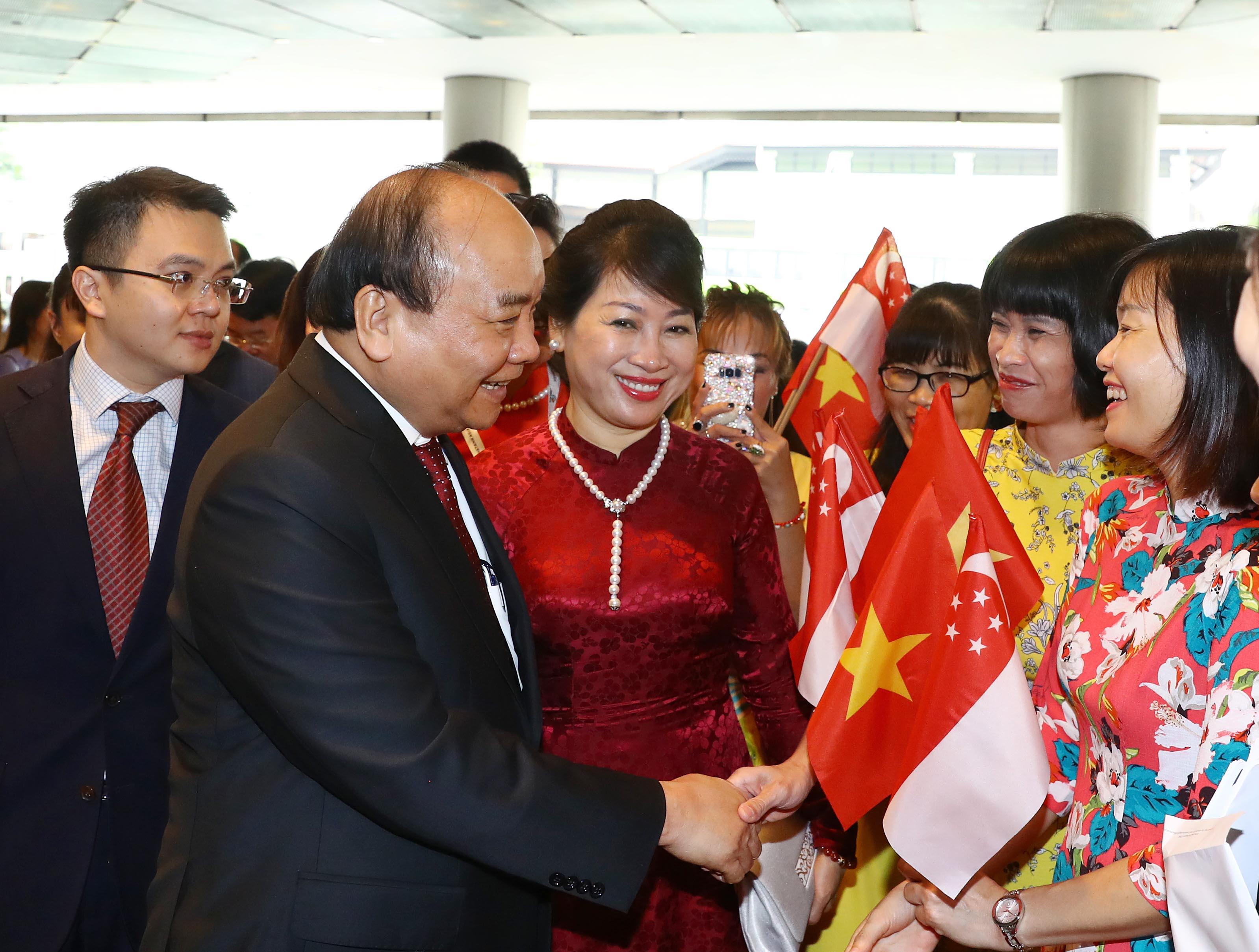 Thủ tướng Nguyễn Xuân Phúc bắt đầu tham dự Hội nghị cấp cao ASEAN lần thứ 33 và các hội nghị liên quan tại Singapore (Thời sự chiều 13/11/2018)