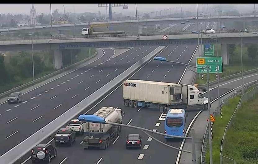 Liên tiếp những vụ vi phạm, coi thường pháp luật an toàn giao thông đường bộ: Cần bổ sung quy định pháp luật để tăng tính răn đe, phòng ngừa (13/11/2018)