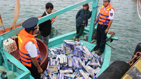 Cảnh sát biển tăng cường công tác đấu tranh chống buôn lậu trên biển. (29/11/2018)