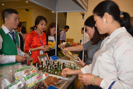 Tìm đối tượng khách hàng cho dự án hợp tác xã rượu chuối Tân Dân (4/11/2018)