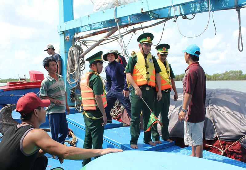 Tăng cường phổ biến chính sách và pháp luật về quản lý, khai thác biển cho ngư dân (12/11/2018)
