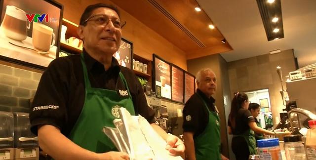 Starbucks mở cửa hàng đầu tiên tuyển dụng người lao động cao tuổi (8/11/2018)