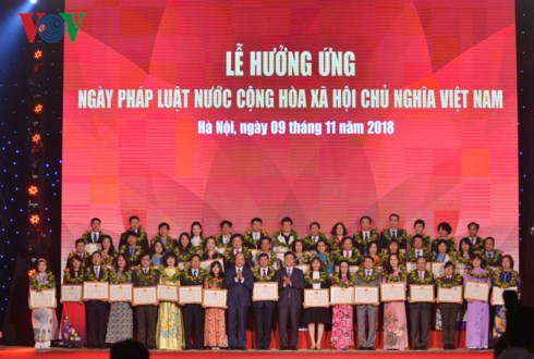 Lễ mít tinh hưởng ứng Ngày Pháp luật nước Cộng hòa Xã hội chủ nghĩa Việt Nam diễn ra tối nay tại Hà Nội (Thời sự đêm 9/11/2018)
