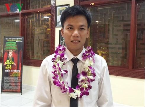 Thầy giáo trẻ tình nguyện kiên trì bám đảo gieo con chữ cho học sinh ngoài hải đảo (6/11/2018)
