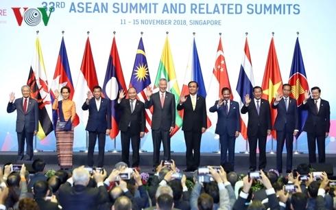 Thủ tướng Nguyễn Xuân Phúc kết thúc tốt đẹp chuyến tham dự Hội nghị Cấp cao ASEAN lần thứ 33 và các hội nghị cấp cao liên quan (Thời sự chiều 16/11/2018)