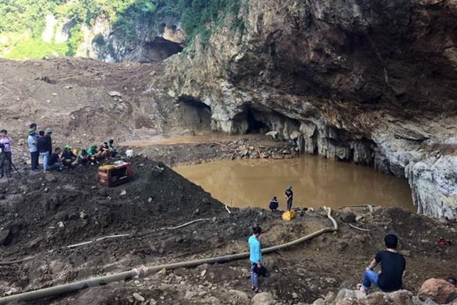 Từ vụ sập hầm vàng ở Hòa Bình khiến 2 người mất tích: Cần tăng cường quản lý, xử lý nghiêm các đối tượng vi phạm (Thời sự đêm 6/11/2018)