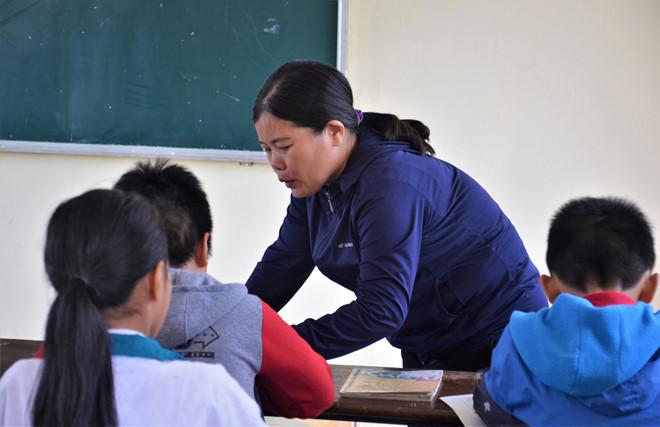 Xung quanh việc cô giáo yêu cầu học sinh tát bạn hơn 200 cái, nhưng nhà trường lại phát phiếu lấy lời khai học sinh (4/12/2018)