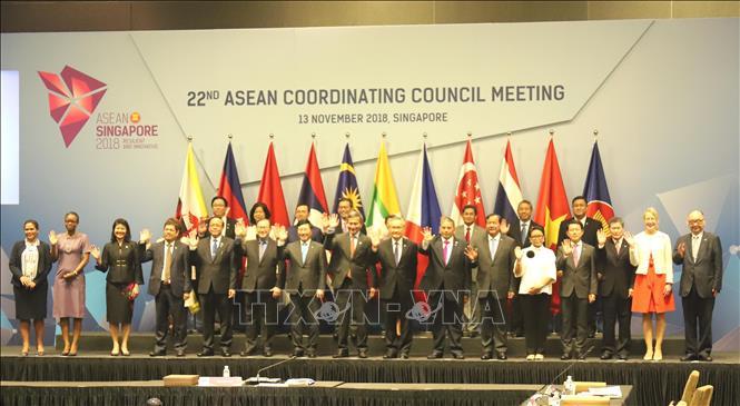 Gắn kết ASEAN để xây dựng Cộng đồng tự cường và vững mạnh (12/12/2018)