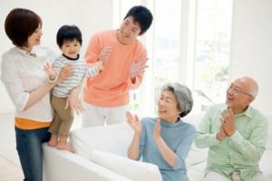 Làm thế nào để tránh xung đột giữa cách dạy con của các bậc phụ huynh với ông bà? (6/12/2018)