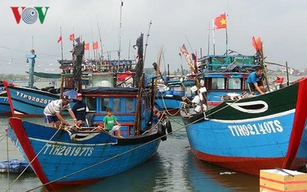 Hướng dẫn các tổ chức cá nhân hoạt động khai thác thủy sản hợp pháp tại các vùng biển chồng lấn với các nước trong khu vực (15/10/2018)