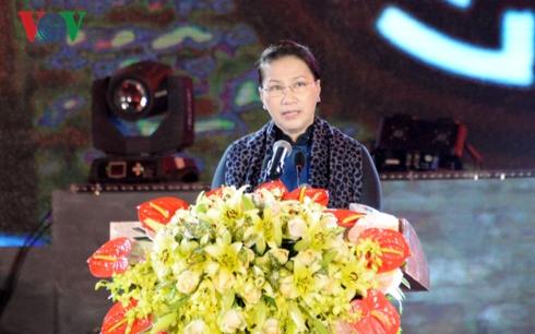 Chủ tịch Quốc hội dâng hương tưởng niệm Liệt sỹ Thanh niên xung phong tại Thái Nguyên (Thời sự sáng 22/12/2018)