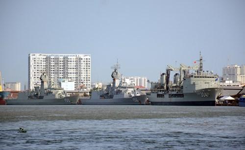 Tàu hải quân Hoàng gia Australia thăm Việt Nam, thúc đẩy hợp tác lực lượng hải quân hai nước (23/4/2018)