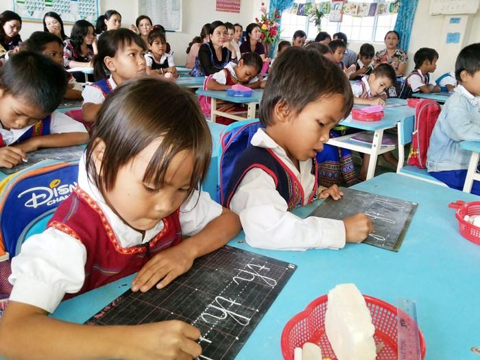 Lớp học xóa mù chữ